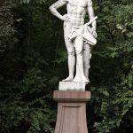 Eine von vielen Skulpturen im Schlossgarten