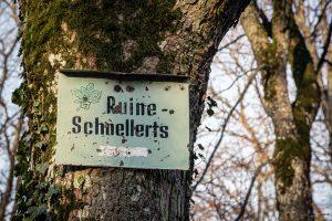 Schild an der Ruine